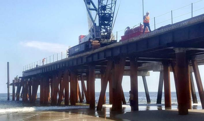 Construction has resumed on the Jacksonville Beach pier. (photo by Liza Mitchell)